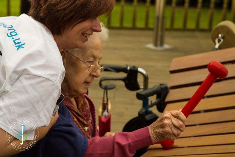 3917548938_1140-x-760-akadinda-10-elderly-lady-carer