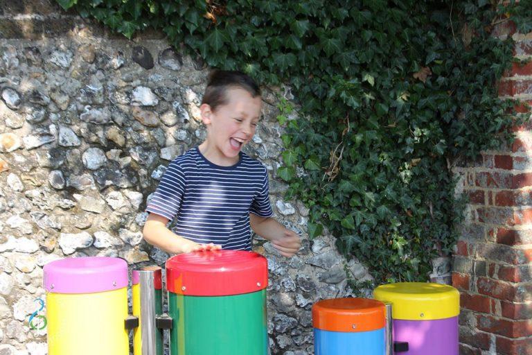 3917548938_1140-x-760-congas-1-boy-laughing