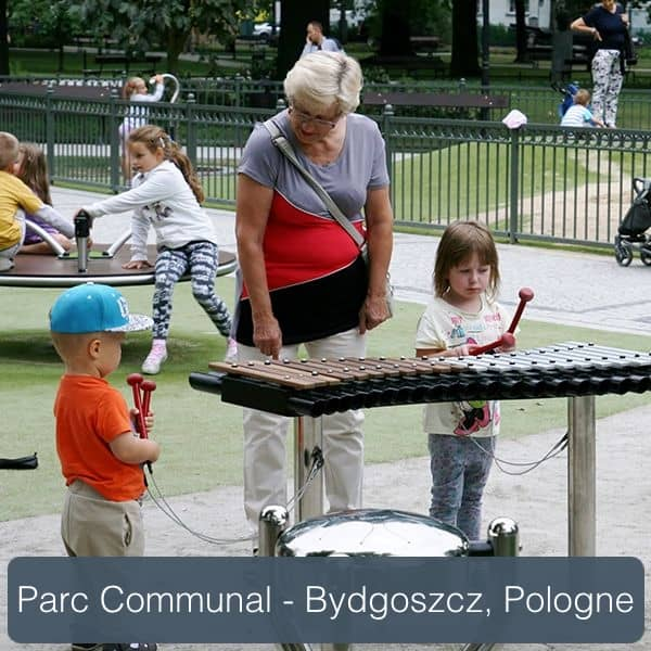 instruments de musique de plein air dans une aire de jeux bydgoszcz